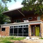 บ้านเพิงหมาแหงนสุดฮิป สร้างจากตู้คอนเทนเนอร์ ออกแบบในสไตล์ย้อนยุค (เรโทร)