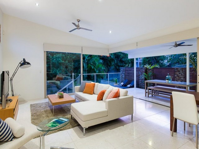 contemporary house with open air living room (7)