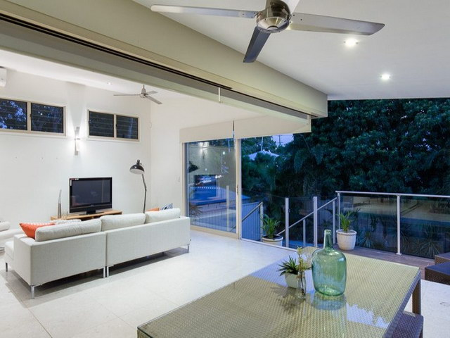 contemporary house with open air living room (9)