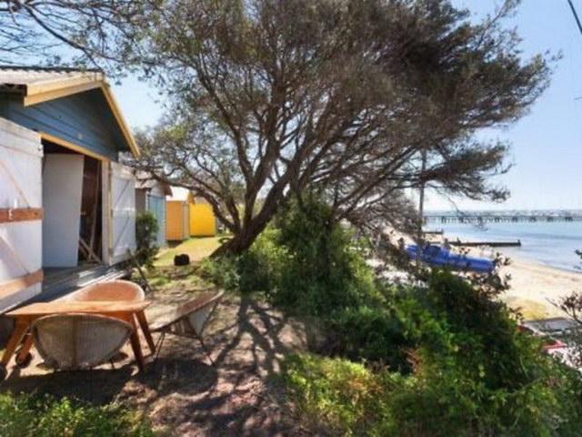 cozy coastal retreat (11)