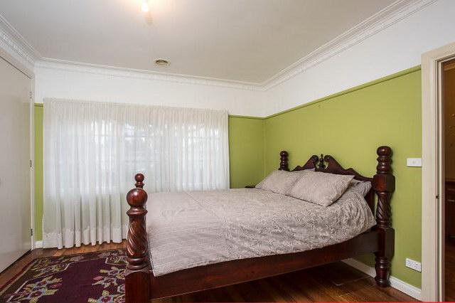 cozy white single 4 bedroom house (6)