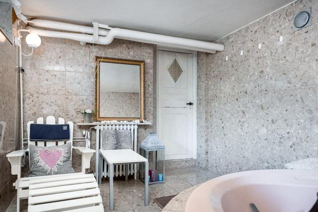 elegant antique villa (34)