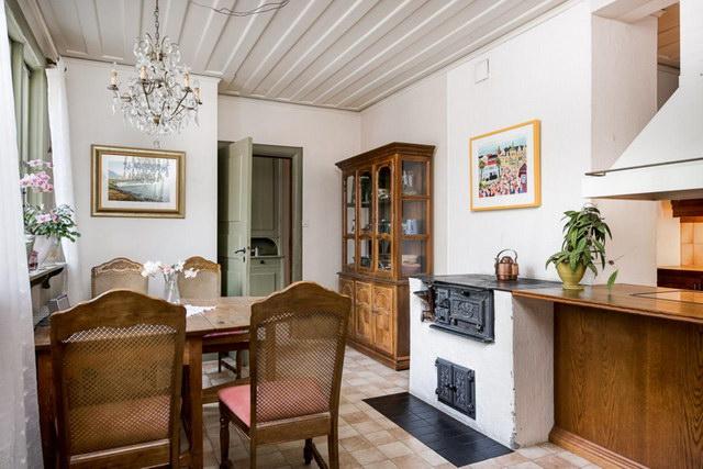 elegant antique villa (9)