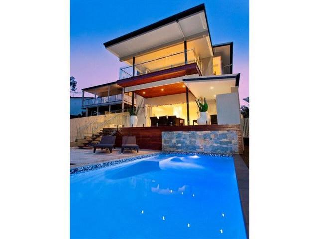 open flatted facade contemporary house  (12)