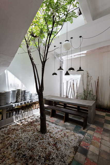 renovate-rowhouse-into-retro-style-in-vietnam (14)