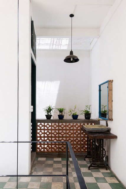 renovate-rowhouse-into-retro-style-in-vietnam (2)