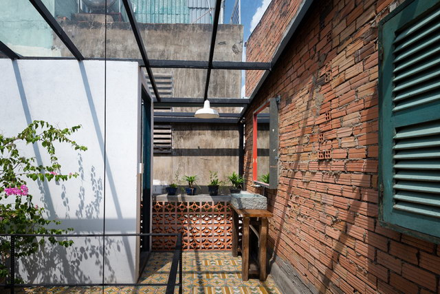 renovate-rowhouse-into-retro-style-in-vietnam (4)