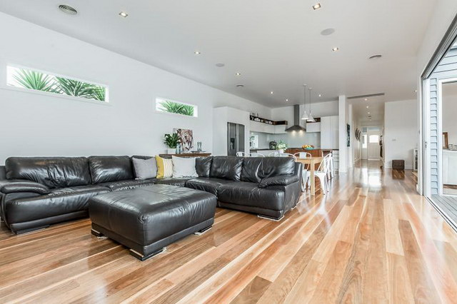 single 3 bedroom contemporary with exceptional patio (14)