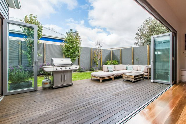 single 3 bedroom contemporary with exceptional patio (17)