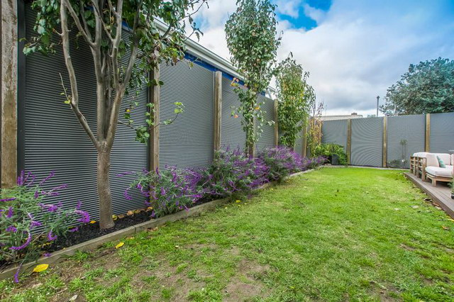 single 3 bedroom contemporary with exceptional patio (19)