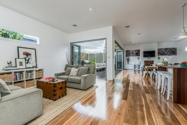 single 3 bedroom contemporary with exceptional patio (8)
