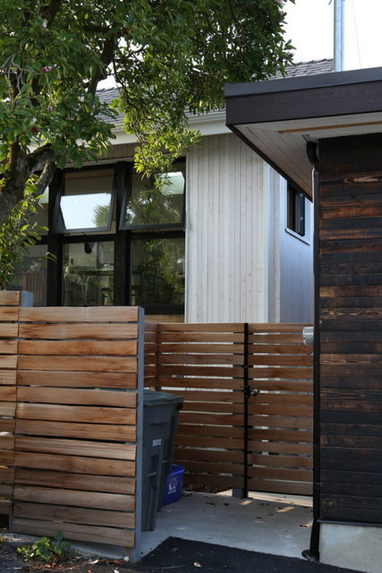spectacular simple laneway white house (11)