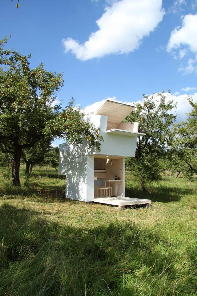 tiny minimal house for self discovery (2)