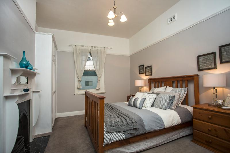 white weatherboard single house (3)