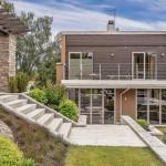 บ้านแนวโมเดิร์น สำหรับครอบครัวใหญ่ ดีไซน์ร่วมสมัย ผสานไอเดียพื้นที่สีเขียว