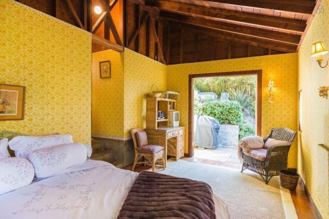 bernard-maybeck-the-cubby-bedroom1-via-smallhousebliss