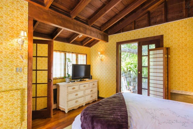 bernard-maybeck-the-cubby-bedroom5-via-smallhousebliss