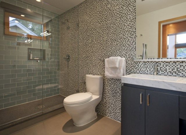 gary-shoemaker-and-ninebark-garden-pavilion-bathroom