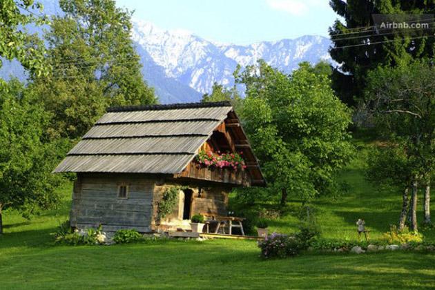 romantic-tiny-cottage-in-austria-600x400