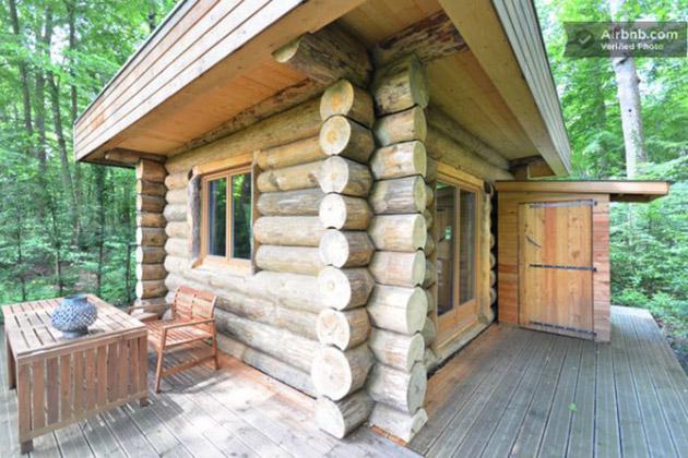 tiny-log-cabin-in-france-600x400