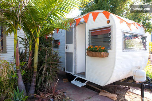 tiny-trailer-house-in-san-diego-ca-600x400