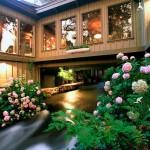 บ้านไม้ริมน้ำ สร้างเป็นส่วนหนึ่งกับธรรมชาติโดยรอบ คืนความสุขให้กับทุกชีวิตภายใน