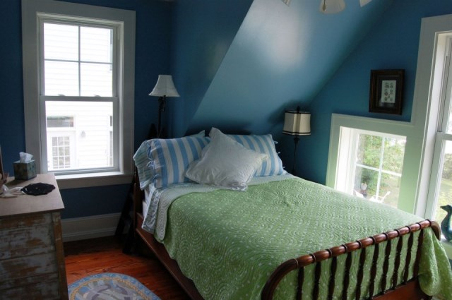 gmfplus-katrina-cottage-bedroom-via-smallhousebliss