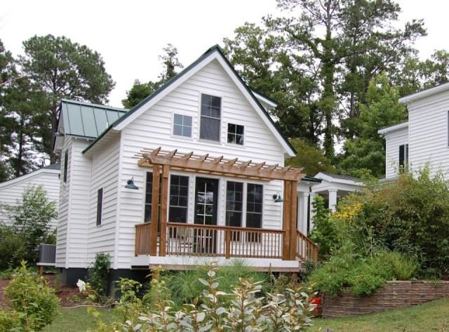 gmfplus-katrina-cottage-exterior1-via-smallhousebliss