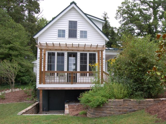 gmfplus-katrina-cottage-exterior2-via-smallhousebliss