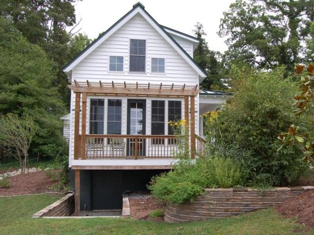 gmfplus-katrina-cottage-exterior2-via-smallhousebliss