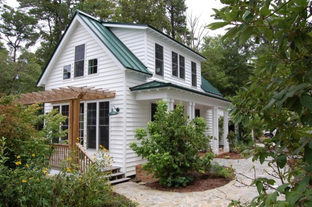 gmfplus-katrina-cottage-exterior3-via-smallhousebliss