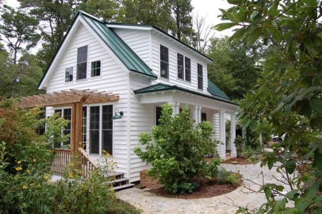 gmfplus-katrina-cottage-exterior3-via-smallhousebliss