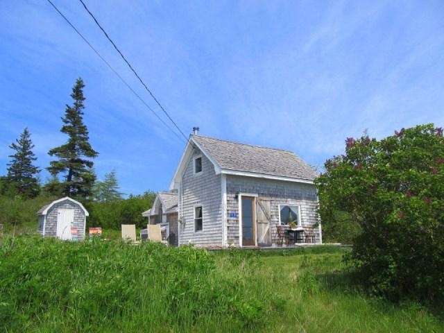grand-manan-cottage-exterior2-via-smallhousebliss