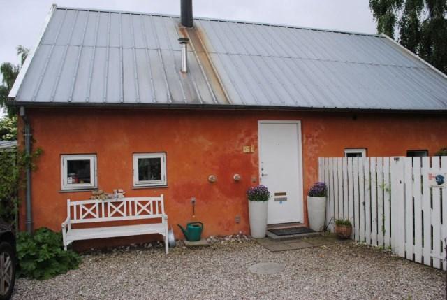hellerup-cottage-exterior1-via-smallhousebliss