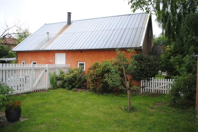 hellerup-cottage-exterior2-via-smallhousebliss