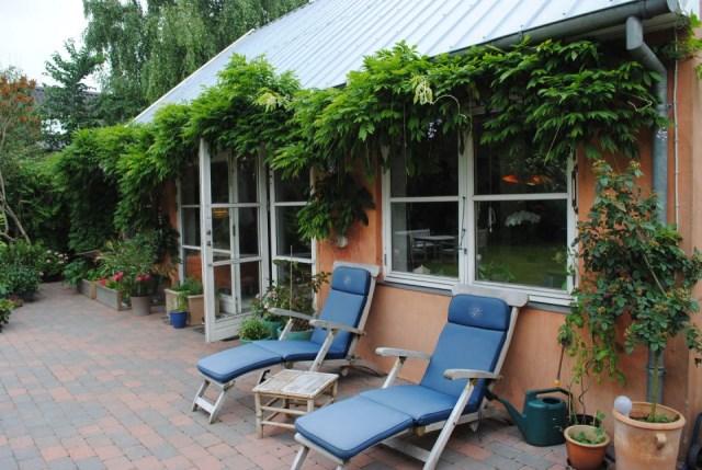 hellerup-cottage-exterior5-via-smallhousebliss