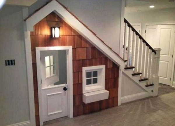 indoor-kids-playhouse-under-the-stairs