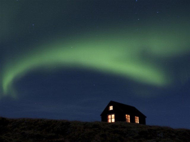 maja-siska-nordurnes-aurora1-via-smallhousebliss