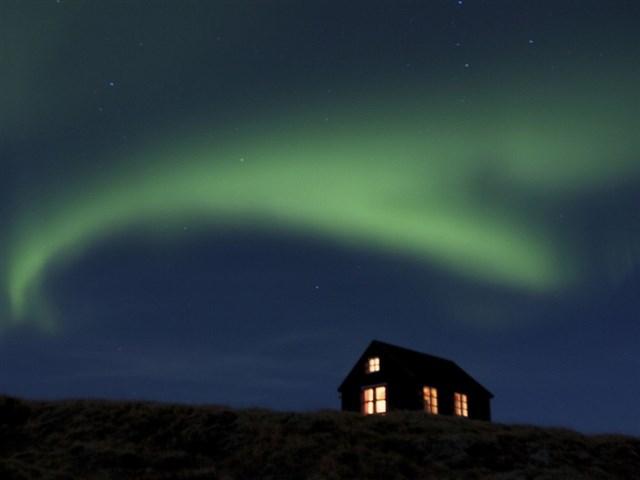 maja-siska-nordurnes-aurora1-via-smallhousebliss
