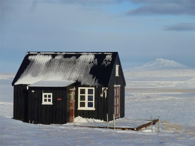 maja-siska-nordurnes-exterior4-via-smallhousebliss