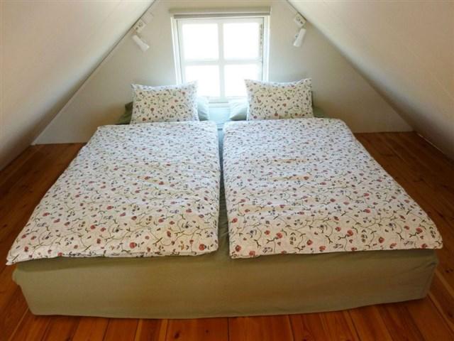 maja-siska-nordurnes-loft-bedroom-via-smallhousebliss