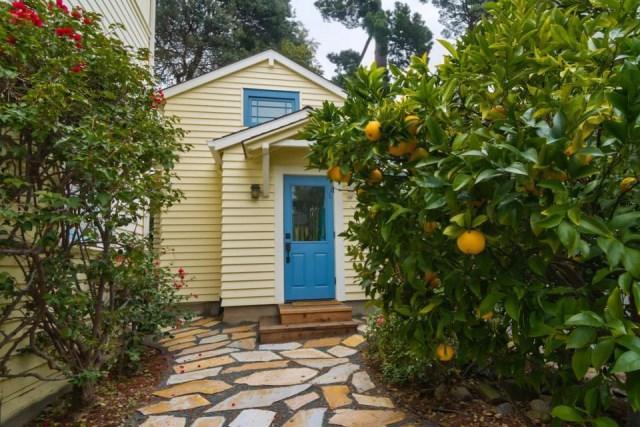 new-avenue-homes-susans-cottage-exterior1-via-smallhousebliss