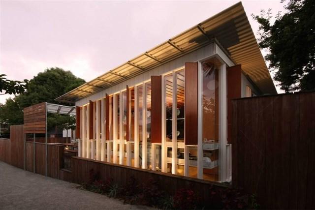osullivan-family-home-exterior1-via-smallhousebliss