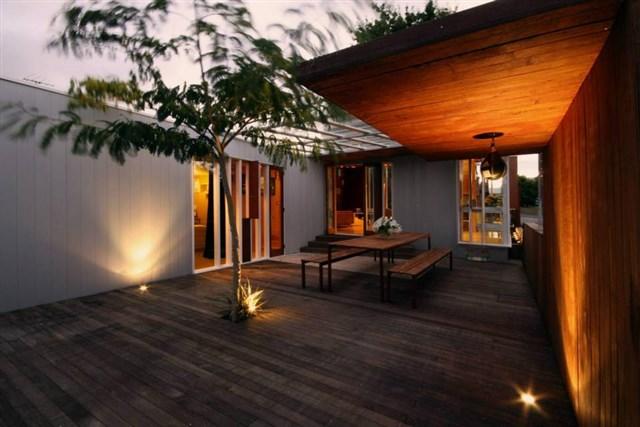 osullivan-family-home-exterior2-via-smallhousebliss