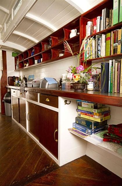 railholiday-tpo-kitchen1-via-smallhousebliss