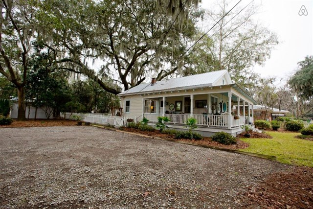 savannah-bungalow-exterior4-via-smallhousebliss