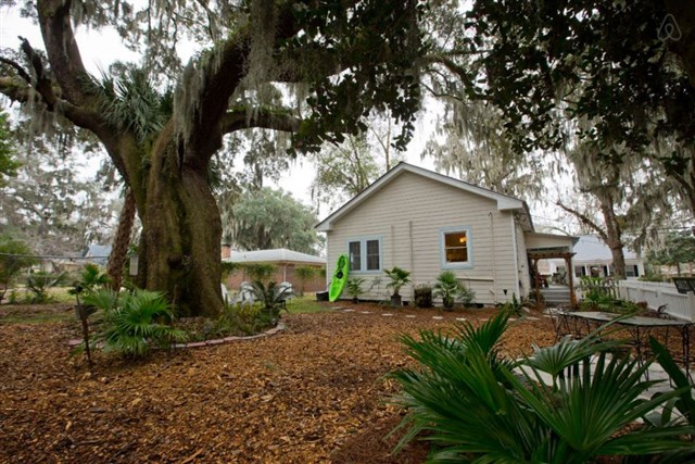 savannah-bungalow-exterior5-via-smallhousebliss