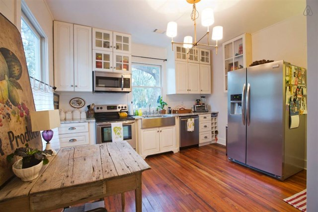 savannah-bungalow-kitchen1-via-smallhousebliss