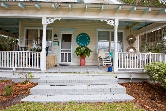savannah-bungalow-porch1-via-smallhousebliss
