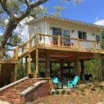 บ้านไม้ขนาดเล็ก ยกใต้ถุนสูงเอนกประสงค์ มาพร้อมเฉลียงไม้ ในงบ 4-5 แสนบาท